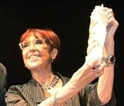 L'escriptora Maruja Torres recull el premi Llig Picanya