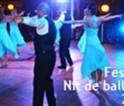 Festes 2013. Els balls de saló plenen la Plaça en el 1r dia de festa