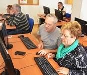 Continua el programa de formació en noves tecnologies per a majors
