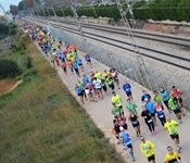 Vora 1.700 corredors i corredores a la 23a Quarta i Mitja Marató