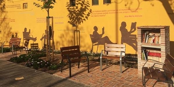 Nou racó de lectura a l'avinguda l'Horta