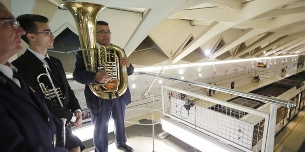 La Unió Musical de Picanya ofereix un concert molt especial a l'estació de metro d'Alameda