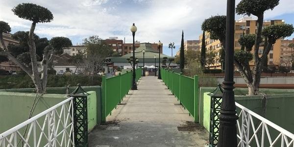Renovació de les baranes de la passarel·la del Mercat
