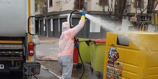 Treballs de desinfecció a carrers i instal·lacions
