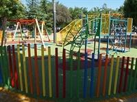 Instal·lació de paviment de seguretat sota els Jocs Infantils dels parcs municipals 4