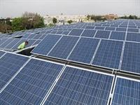 Instal·lació de plaques solars fotovoltàiques als sostres dels edificis públics