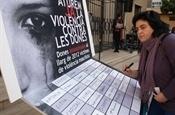 Concentració i acte homenatge a les víctimes de la violència de gènere PB234363